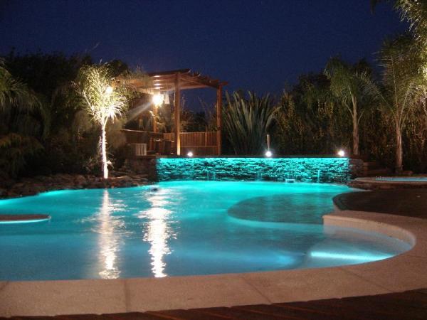 Cinples 13 piscinas lindas for Piscinas lindas