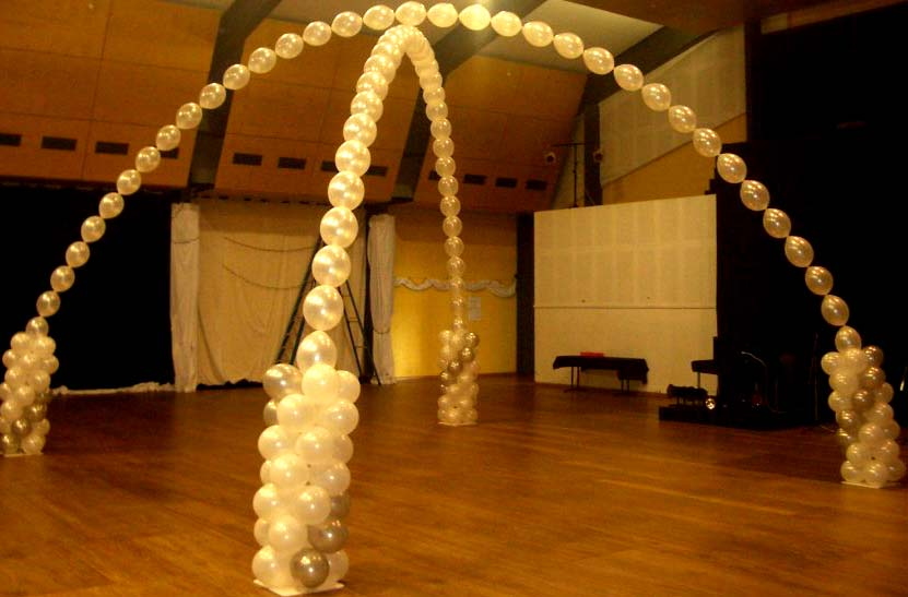 How to make do it yourself balloon arches columns more for Balloon decoration ideas diy