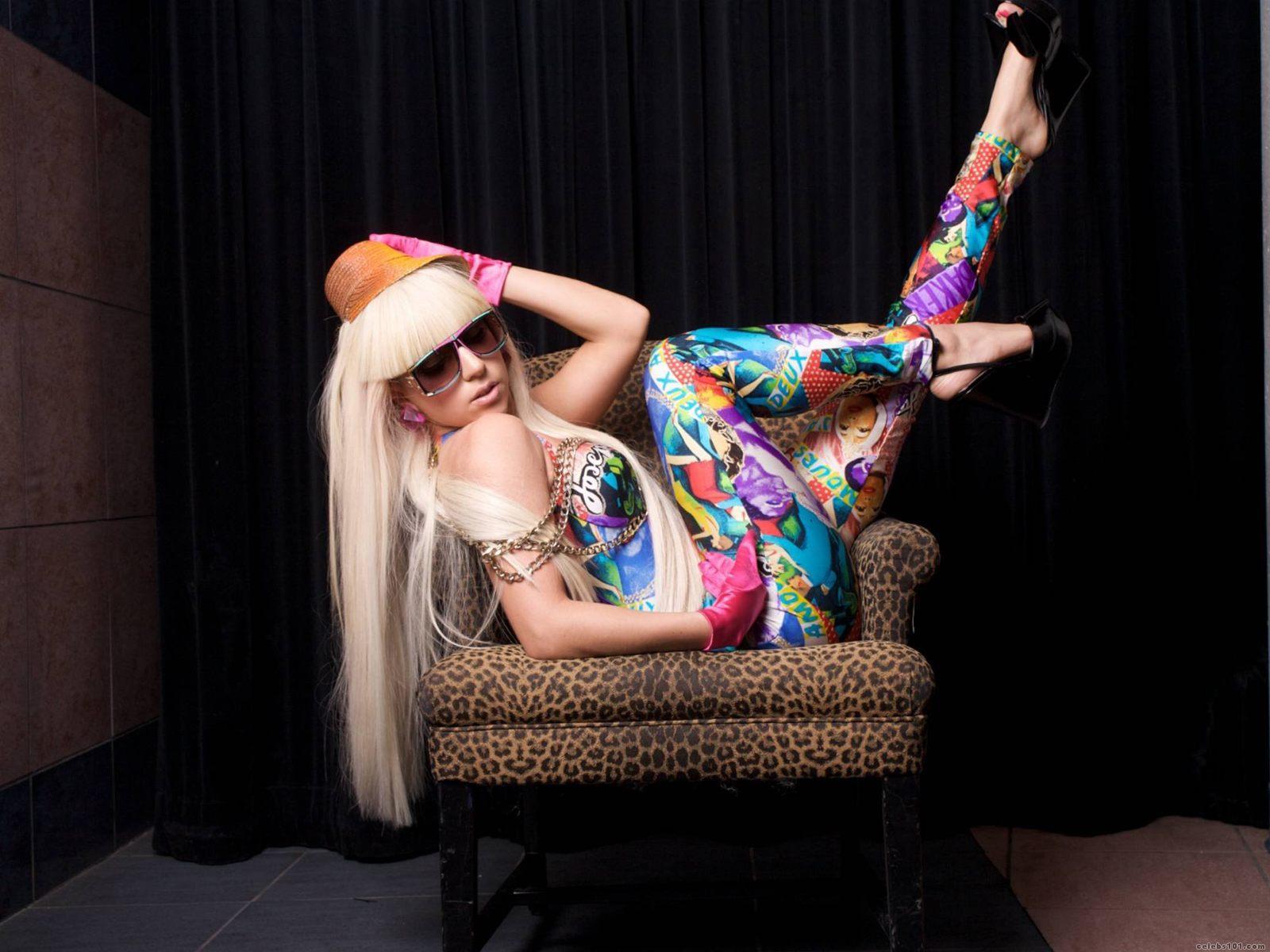 http://2.bp.blogspot.com/-i8uzogkOS7o/T8OE4-Ah9rI/AAAAAAAACAk/s_6tHI3mXL4/s1600/Lady-Gaga-Wallpaper-24.jpg