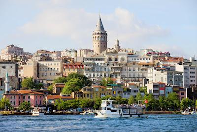 Distrito histórico en Estambul, Turquía. Galata Tower.