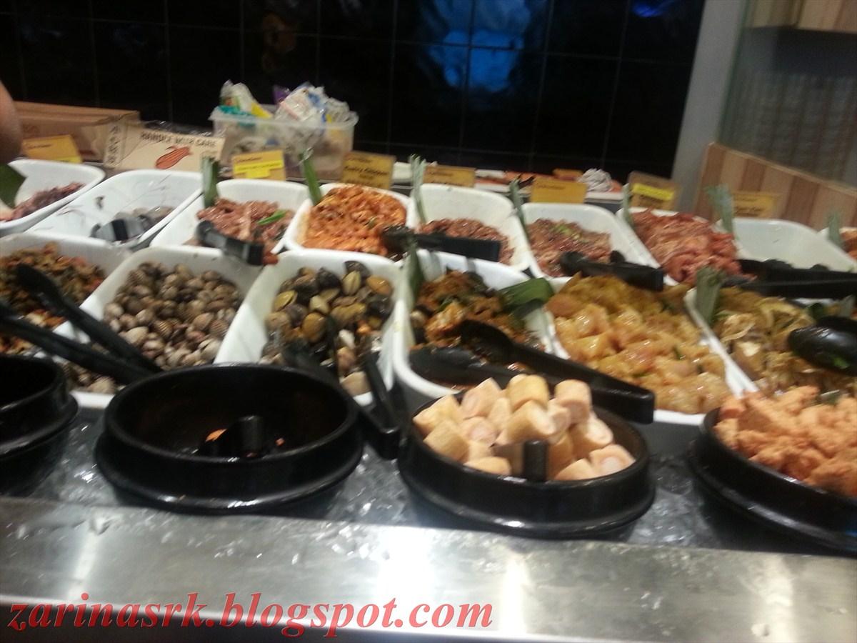 sotong dan seafood lelain.semua dah siap marinate.macam-macam