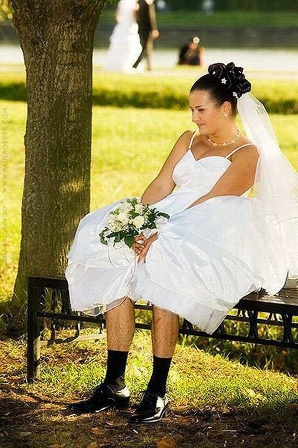 أطرف صور العروسين في حفلات الزفاف  Funny-wedding-photos-13