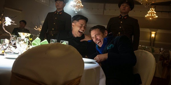 Randall Park e James Franco em A ENTREVISTA (The Interview)
