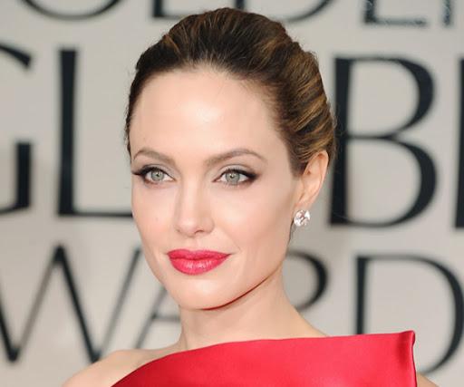 Анджелина Джоли с елегантен грим с акцент на устните