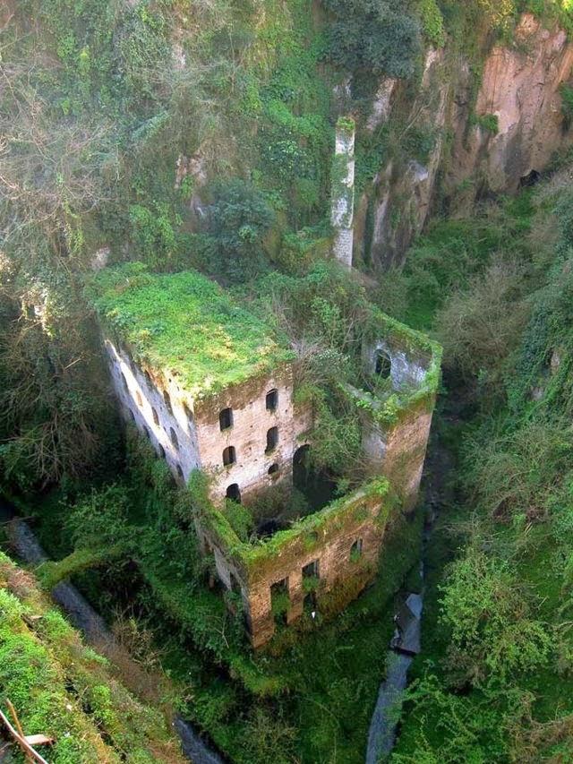 Molino abandonado en 1866. Sorrento, Italia