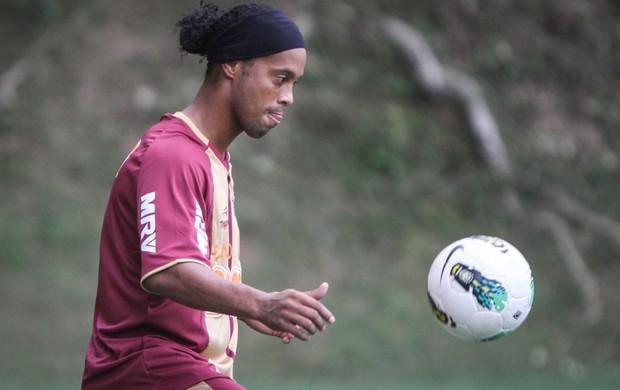 Sem anúncio oficial, Ronaldinho já treina no Atlético-MG