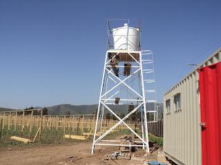 Edificaciones torre y estanque de agua for Estanque de agua potable easy