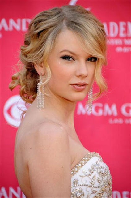 Taylor Swift Long Prom Hairstyle