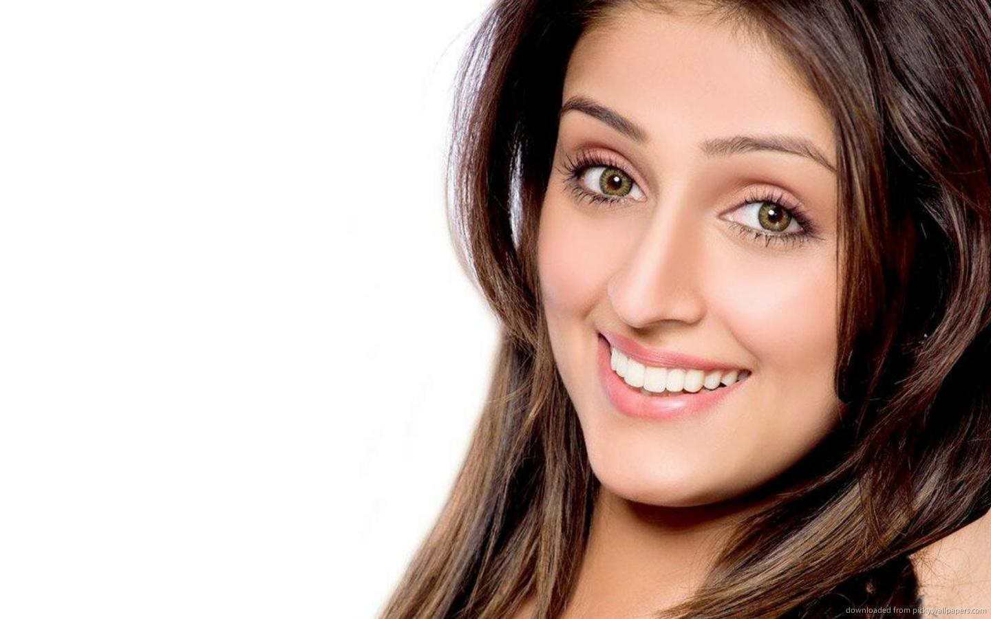 Aarti Chabaria nice click photos woth smile wallpapers