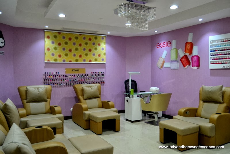 Al Marasim salon's manicure and pedicure room