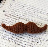 http://translate.googleusercontent.com/translate_c?depth=1&hl=es&rurl=translate.google.es&sl=en&tl=es&u=http://easymakesmehappy.blogspot.com.es/2011/02/crochet-mustache-pattern.html&usg=ALkJrhiz4pvnzkA1aJCfCHxEq_-KRhJNnw