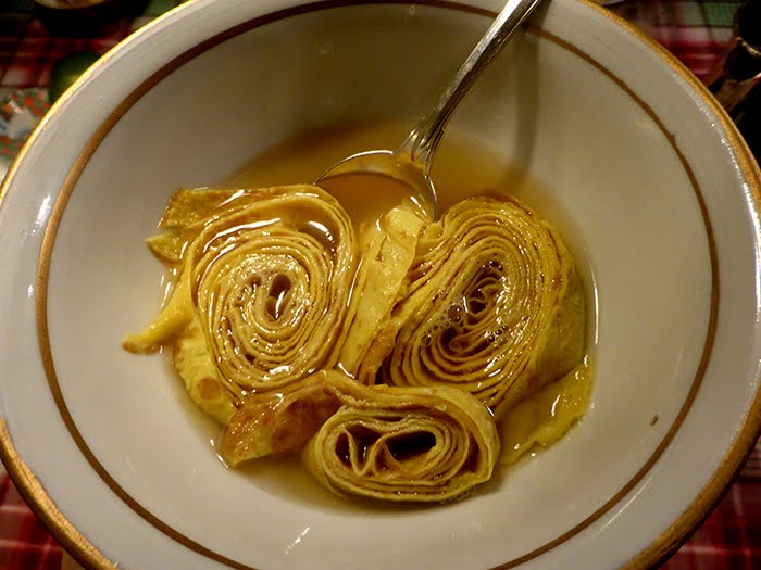 Le scrippelle 'mbusse, le crêpe abruzzesi in brodo di gallina.
