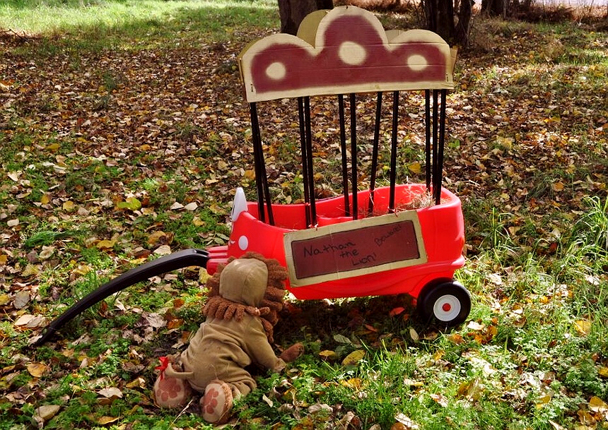 Toddler Lion Costume and Circus Cart- Transform the Little Tikes® Cozy Coupe® Wagon for Fall festivities! (ad)