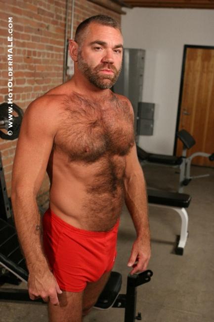 personal trainer barbudo e peludo