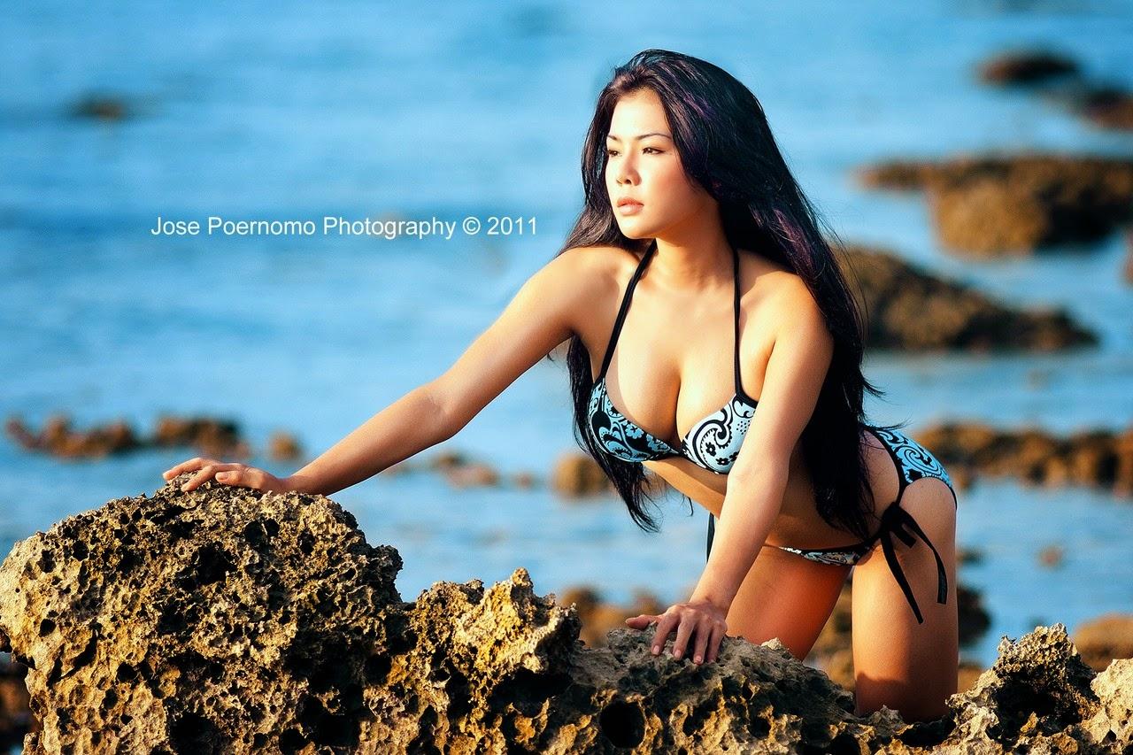 Aiko Sarwosri Sexy in Blue Swimsuit | Bikini and Lingerie ...