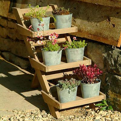 5 garden storage ideas wooden herb pot stand from garden for Herb garden ideas designs