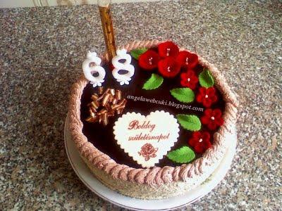 Rigó Jancsi torta, kakaó piskótás sütemény, kakaó krémmel, csokoládémázzal a tetején.