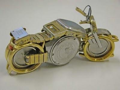 asli keren banget, Miniatur-miniatur motor dari jam tangan bekas
