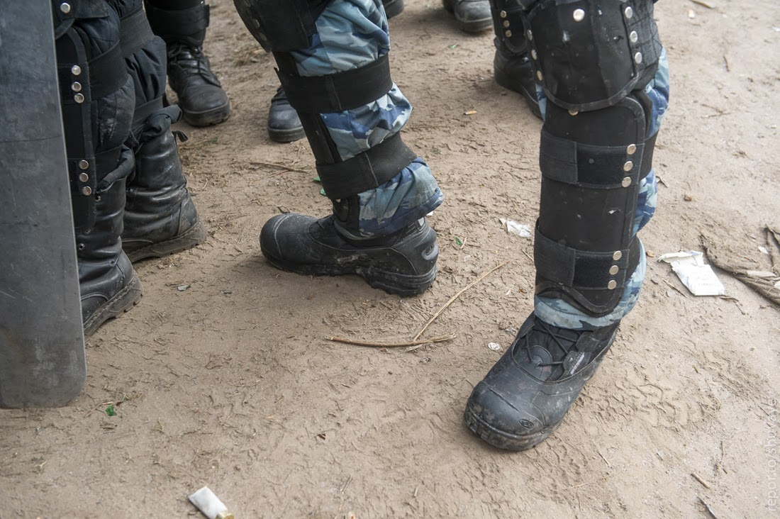 бойцы обувь покупают себе сами