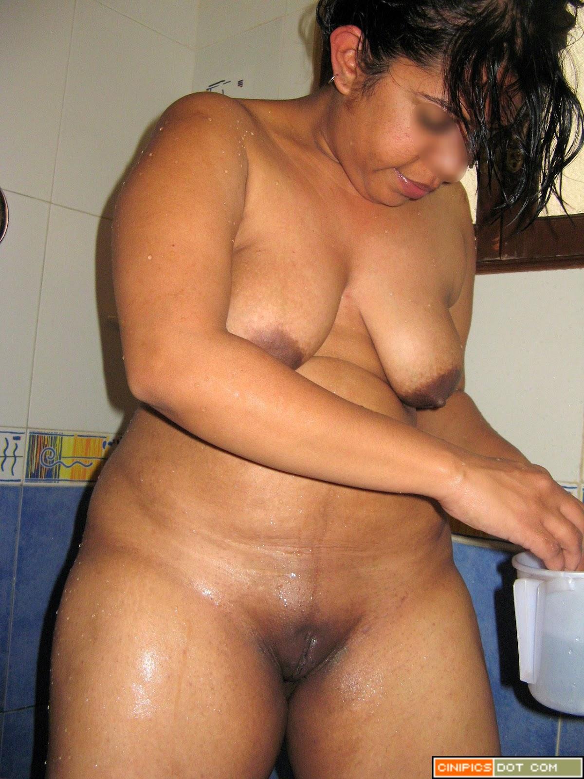 tamil nude auntys sexy mallu aunty bathing nude in resorts showing