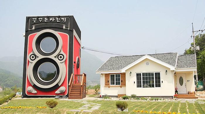Peculiar cafetería en Corea del Sur tiene la forma de una cámara Rolleiflex