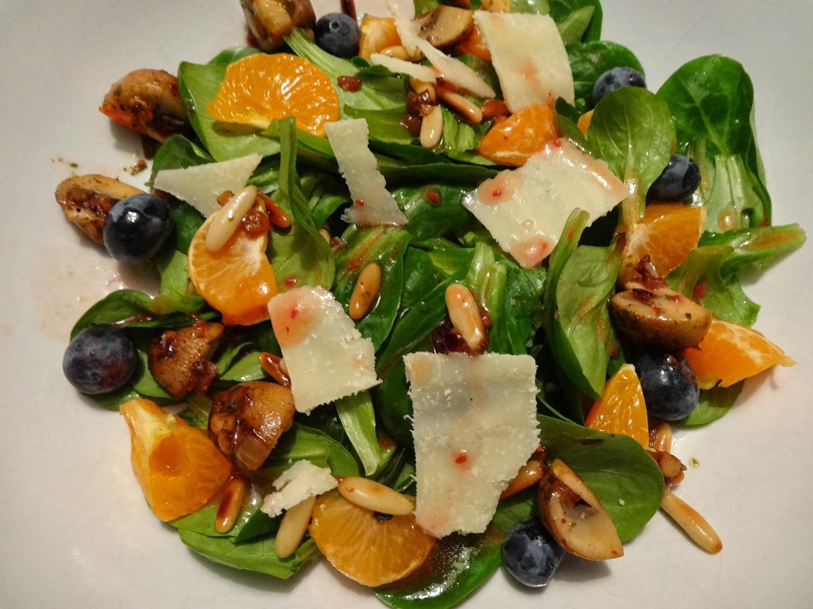 Fruchtiger Feldsalat mit Himbeerdressing