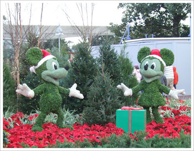 Mickey & Minnie celebrate Christmas at Epcot
