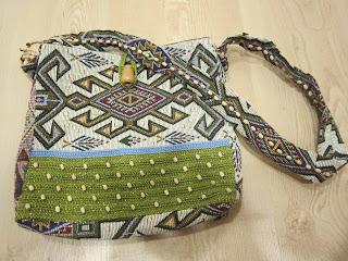 Örgü ve kumaştan oluşan kilim desenli otantik bir çanta !