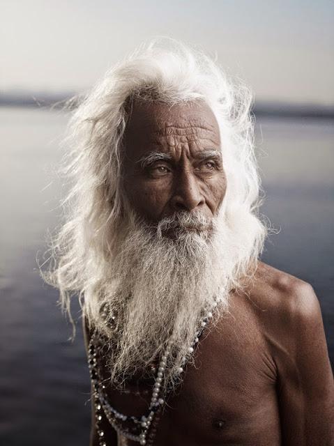 belle photographie de sadhu homme saint  sage de l'inde spiritualité aujourd'hui