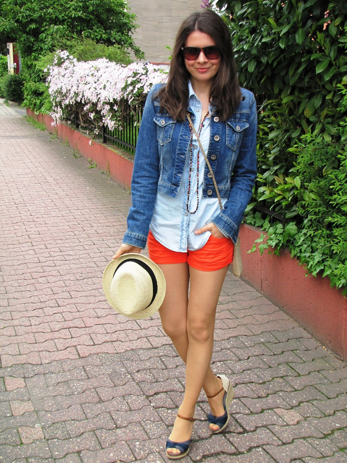 Jeans jacket, hat, jeans look