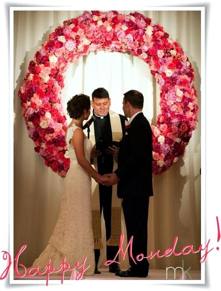 istället för altare, personligt altare bröllop, personligt altare blommor bröllop, ceremony place flowers, ceremony place decoration, personligt bröllop