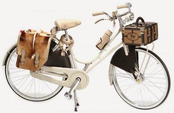 bicicleta de luxo com acessórios Fendi em couro pelo suporte para GPS garrafa e maleta