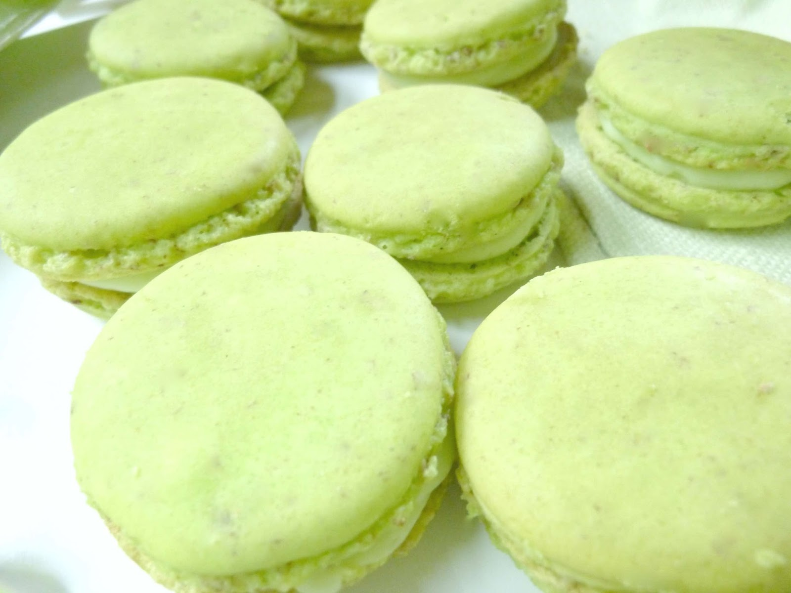 Diary of a mad hausfrau macaron monday green apple for Cuisine on the green