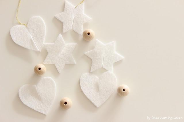 Christbaumdekoration aus Filz und Holzkugeln vom Südtiroler Lifestyleblog kebo homing, mit Anleitung für den Adventskranz, Weihnachtsbaum