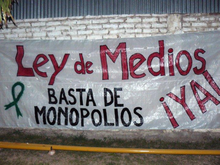 http://2.bp.blogspot.com/-iCmIku4NzGE/ULNsn1m-GdI/AAAAAAAADqI/48SRkpwaMTE/s1600/ley+de+medios+argentina.jpg