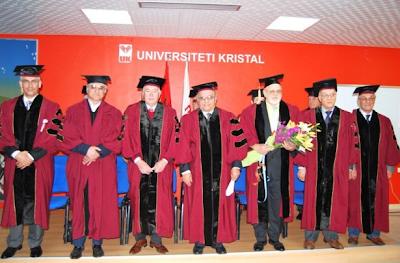 Renzo Bossi prende la laurea in Albania - Intanto i giornali fanno pubblicità all'università Kristal