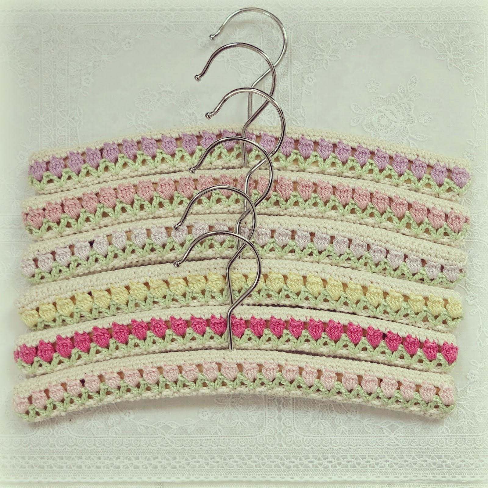 byHaafner, crochet, tulips, hangers, pastel