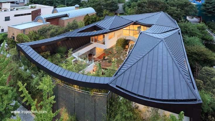 Vista a vuelo de pájaro de original casa moderna en Corea del Sur 2013