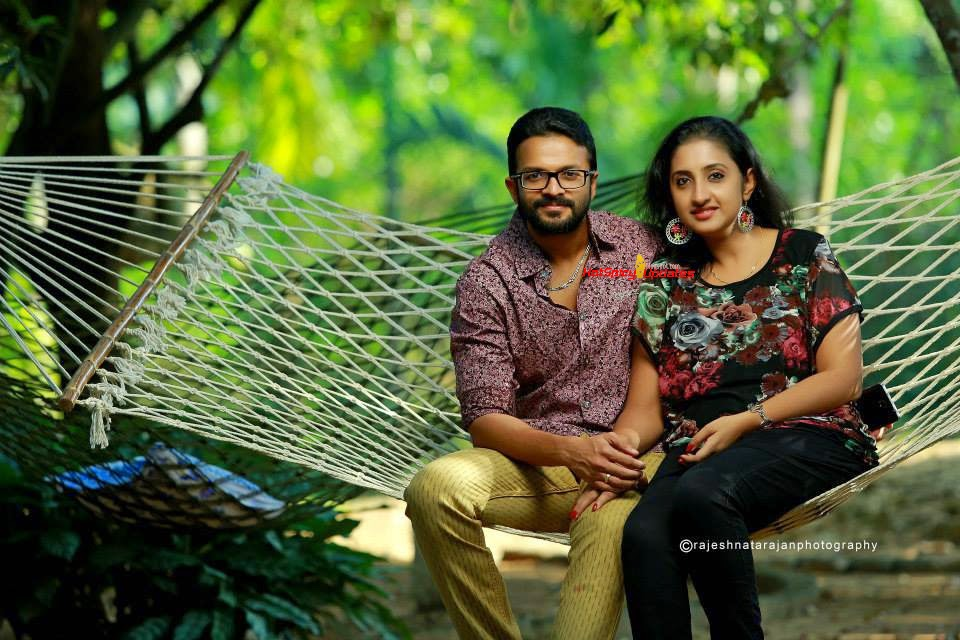 Jayasurya and Saritha Jayasurya Cute Photo Shoot Stills for Nana Film    Jayasurya Actor Wife
