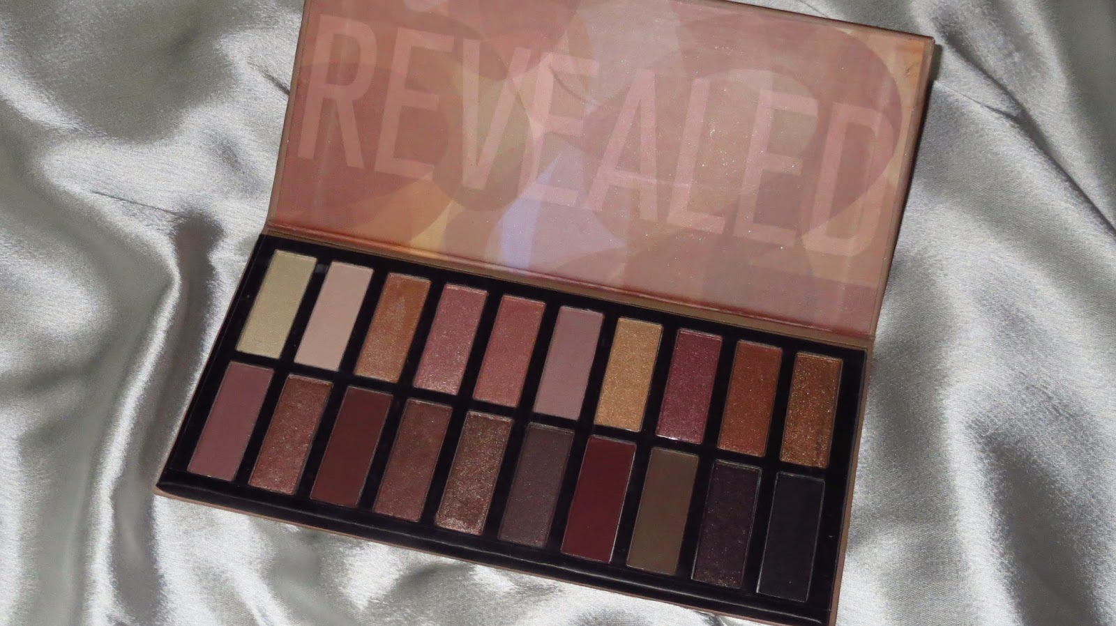 Coastal Scents Revealed Eyeshadow Palette India
