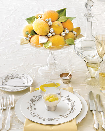 This fruity centerpiece is a lovely natural decor element