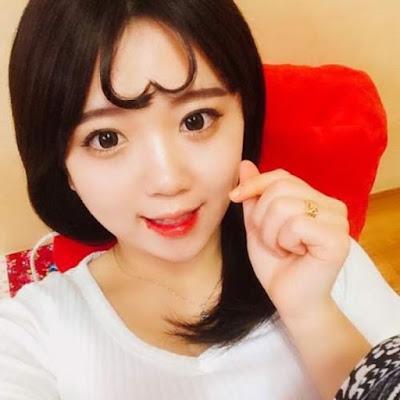 Model Poni Rambut Bentuk Hati ala Korea
