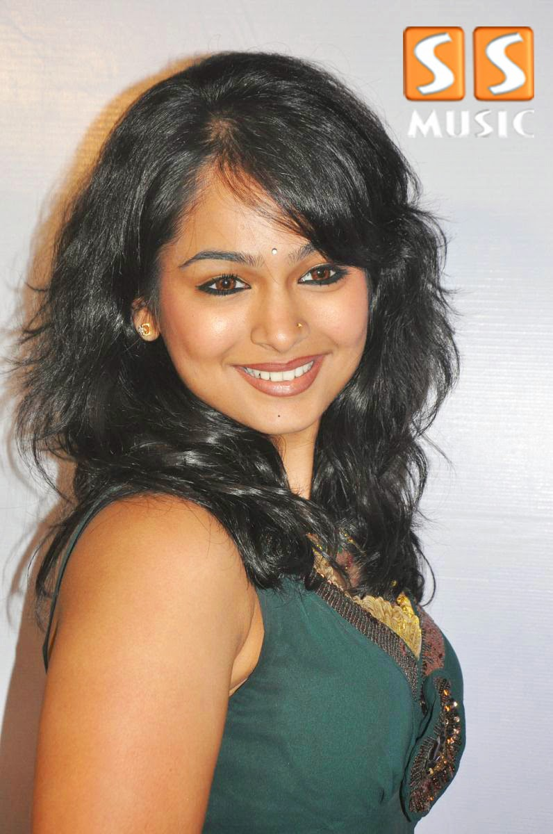Tamil actress poornitha wedding rings