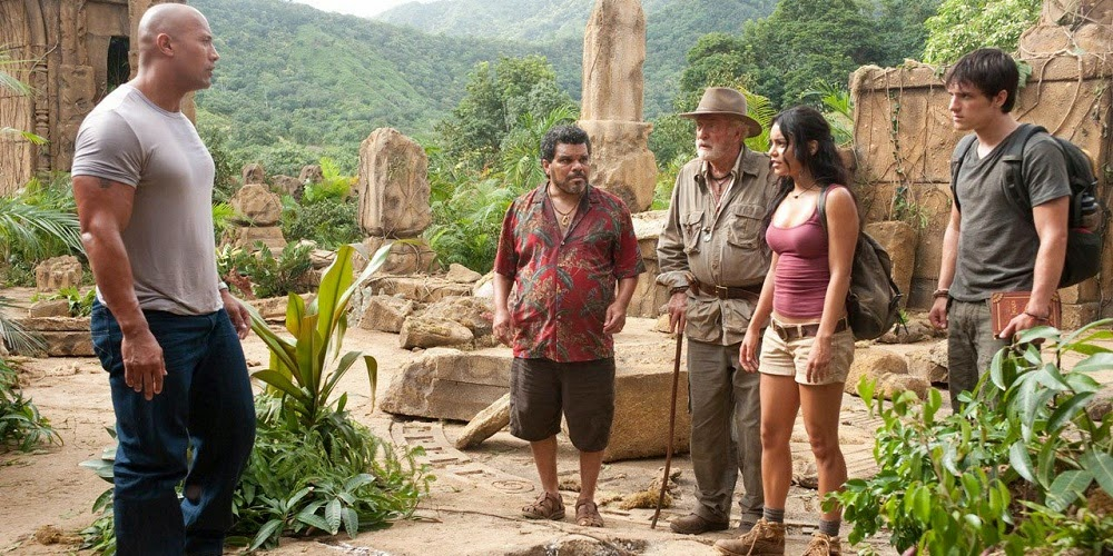 Dwayne Johnson, Luis Guzmán, Michael Caine, Vanessa Hudges e Josh Hutcherson em VIAGEM 2: A ILHA MISTERIOSA (Journey 2: The Mysterious Island)