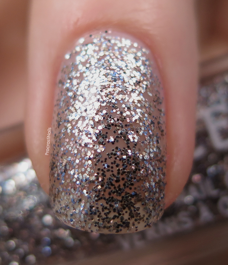 Macro swatch of Julep Chatoya