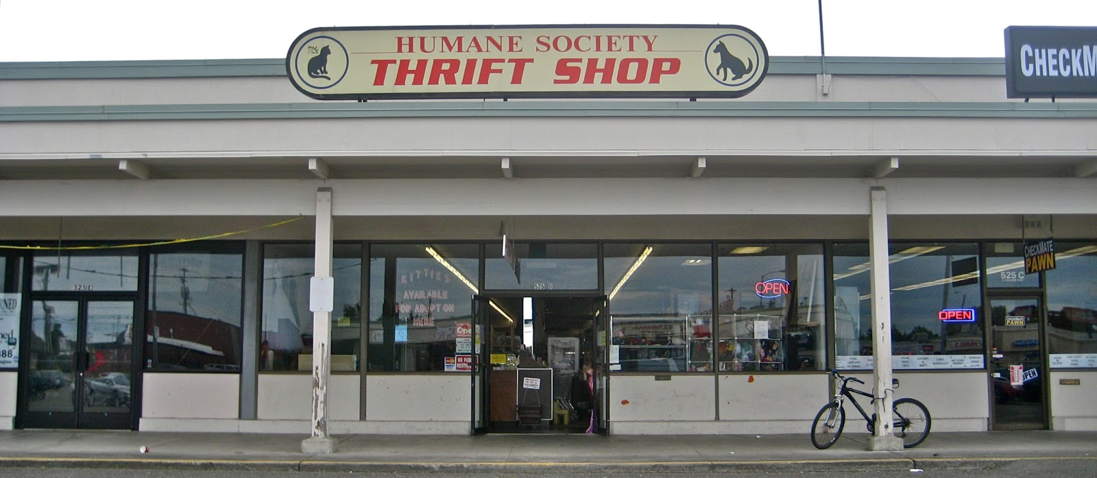 Humane Society of Skagit Valley: The Humane Society Thrift Shop