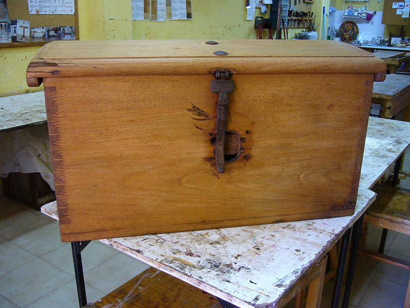 La restauradora cajas de cedro un poco de historia for Bisagras para muebles de madera