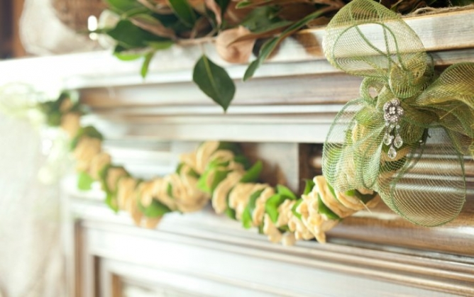 This gorgeous dried apple garland is perfect for the holidays