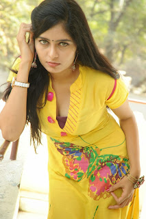 actress madhumitha Pictures at cut chesthe pm 035.jpg