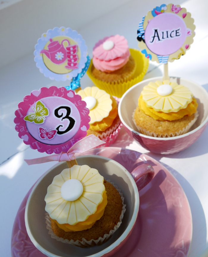 "Alice in Wonderland Inspired ""Un-Birthday"" Tea Party cupcakes"